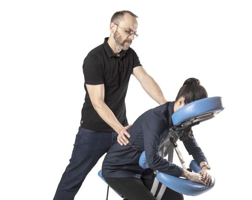 Masér s židlí Jan Nikl