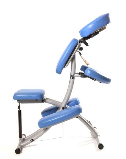 Masér s židlí masážní židle