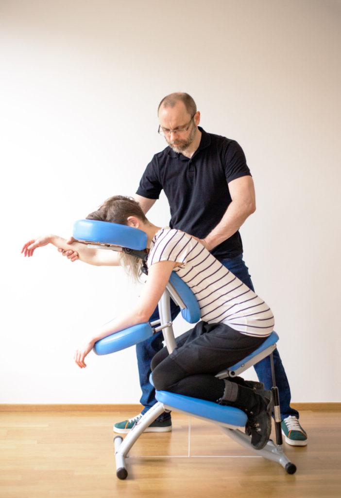 Masér s židlí Jan Nikl - masážní židle